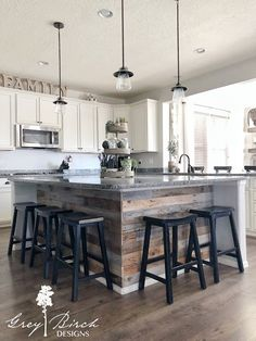 There is no question that designing a new kitchen layout for a large kitchen is much easier than for a small kitchen. A large kitchen provides a designer with adequate space to incorporate many convenient kitchen accessories such as wall ovens, raised. Kitchen Style, New Kitchen, Kitchen Renovation, Farmhouse Style Kitchen, Kitchen Remodel Small, Kitchen Remodel, Kitchen Island Design, Home Kitchens, Kitchen Design