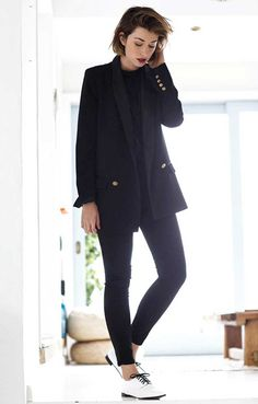 chronicles-of-her-black-blazer-all-black-outfit-flats1