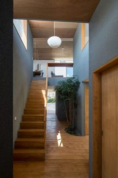 alley: 建築設計事務所SAI工房が手掛けた廊下 & 玄関です。 Stair Railing, Stairs, Classic House Design, House In Nature, Prefab Homes, Clever Design, Interior Architecture, Interior Design, Furniture Inspiration