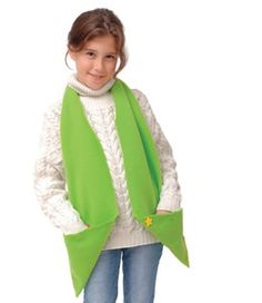 Fleece pocket scarf ~ Fleece wrap with pockets. This fuzzy fleece wrap has a bonus feature: a pair of pockets that double as hand warmers. Materials and instructions at linked site. Looks easy & fun!