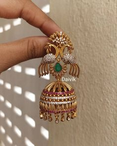Indian wedding jewelry sets - Top 10 Jhumka Designs That Are Trending Everywhere – Indian wedding jewelry sets Indian Jewelry Earrings, Gold Jhumka Earrings, Jewelry Design Earrings, Gold Earrings Designs, Gold Jewellery Design, Necklace Designs, Jhumka Designs, Gold Jewelry, Designer Jewelry