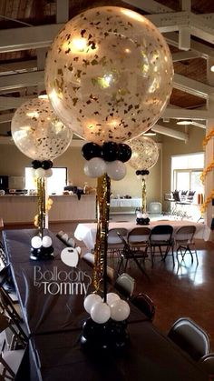 Balloons by Tommy Clear 3 foot balloons jazzed up with confetti! An elegant centerpiece for a birthday! Moms 50th Birthday, 70th Birthday Parties, 50th Party, Gold Party, Anniversary Parties, 60th Birthday Balloons, Elegant Birthday Party, Grandpa Birthday, Birthday Crafts