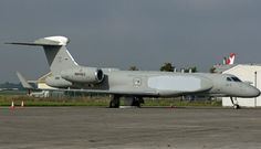Italian air force's first of 2 Gulfstream G550 business jets to undergo modification airborne early warning and control system configuration,appears set for delivery.Pictured during stop at Shannon airport,Ireland,30 September,aircraft–which carries temporary US registration – had been flown from Gulfstream's Savannah facility,Georgia,& later departed for Tel Aviv.Israel Aerospace Industries' Elta Systems business unit responsible for integration of its AEW radars & other mission equipment.
