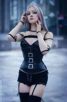 Top Gothic Fashion Tips To Keep You In Style. As trends change, and you age, be willing to alter your style so that you can always look your best. Consistently using good gothic fashion sense can help Punk Girls, Hot Goth Girls, Mode Steampunk, Steampunk Fashion, Steampunk Corset, Goth Beauty, Dark Beauty, Dark Fashion, Gothic Fashion