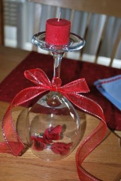 I love this DIY Valentine's Day Centerpiece. Maybe because it's not too 'Valentine-y'? It's pretty, has a red theme, uses candles, wineglasses and roses. Valentines Day Dinner, Valentines Day Decorations, Valentine Day Crafts, Be My Valentine, Holiday Crafts, Holiday Fun, Valentine Table Decor, Valentine Party, Valentines Bricolage
