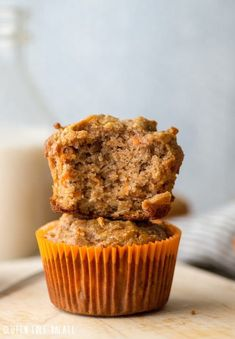 Grain-free Carrot Cake Muffins that are also gluten-free, dairy-free, and refine.Grain-free Carrot Cake Muffins that are also gluten-free, dairy-free, and refined-sugar free making them Paleo friendly! Gluten Free Carrot Muffins, Almond Flour Muffins, Gluten Free Carrot Cake, Carrot Cake Muffins, Healthy Carrot Cakes, Sem Gluten Sem Lactose, Sans Gluten, Food Cakes, Pulp Recipe