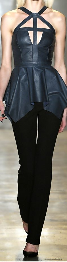 Cushnie et Ochs ● FW leather top Dark Fashion, Leather Fashion, High Fashion, Autumn Fashion, Beautiful Outfits, Cool Outfits, Fashion Outfits, Pixie Outfit, Fashion Runway Show