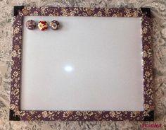 廻り縁をパープル系小花布で包んだホワイトボードですサイズ 32cm × 25.3cm × 1cmコーナー金具でエレガントな雰囲気に♪※...|ハンドメイド、手作り、手仕事品の通販・販売・購入ならCreema。