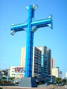 Cruz Azul del Paseo Colón, su color es en honor al mar. Puerto La Cruz. Barcelona Edo. Anzoátegui, Venezuela