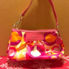 Coach purse Gently used and can easily be cleaned Coach Bags