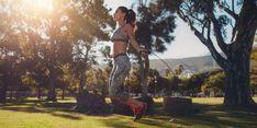 Abnehmen mit Seilspringen heißt Kalorien verbrennen mit Spaß. Wie geht das? Warum ist Seilspringen so gesund? #abnehmen #outdoorsport #gesundheit Circuit Training Workouts, Endurance Workout, Jump Rope Weight Loss, Cardio Challenge, Whole Body Workouts, Jump Rope Workout, Tree Woman, Skipping Rope, Low Impact Workout