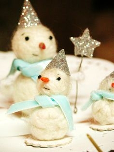 Precious!  Need to figure out how to make these!!  What's the white snowman made of?