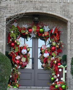 80 Awesome Christmas Porch and Entry Decorating Ideas - Style Estate - Christmas Front Doors, Christmas Door Decorations, Christmas Porch, Noel Christmas, Christmas Wreaths, Christmas Crafts, Pumpkin Decorations, Outdoor Decorations, Christmas Ideas