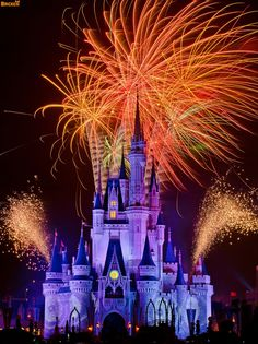Blog post with awesome long exposure photos of Disney fireworks--some with over ONE FULL MINUTE of fireworks!