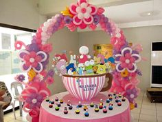 fabulous, festive and flowery - balloon arch - mymomfriday.com