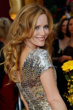 Love her hair color!! Makes me want to get highlights for spring.