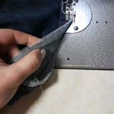 Мой самый любимый способ, когда на джинсах  нужно сохранить фабричный шов при укорачивании. Оверлок, даже промышленный, не всегда справляется с утолщениями и обработка выглядит не аккуратно. А ещё обязательно ломаются иглы и приходится долго крутить технику вручную на этих самых утолщениях. Сетка (не совсем мягкая и конечно не колом стоящая☝️) спасает ситуацию Может и вам понравится! ❤  #nellytrines #sewingtips #diy #sewingblogger #isew #naaien #denim #...