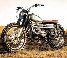 Scrambler with all the right stuff: knobblies, high pipes and wide bars. Suh-weet