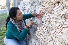 Nombre del proyecto: Mural de mosaico de Coya. Gracias al talento de 12 mujeres que dominan la técnica del mosaico, Coya cuenta con un colorido mural que da vida e identidad a la localidad. Una obra de arte público que ha sido un importante aporte para el mejoramiento y embellecimiento de los espacios públicos de Coya. Women, Fashion, Public Art, Artworks, Public Spaces, Identity, Mosaics, Thanks, Life