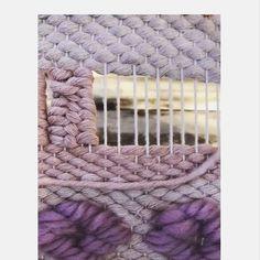 New pattern alert – Ma Ti – weberei Weaving Loom Diy, Weaving Art, Tapestry Weaving, Macrame Patterns, Weaving Patterns, Stitch Patterns, Knitting Patterns, Weaving Wall Hanging, Macrame Art