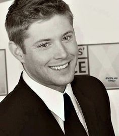 Jensen Ackles' eyes sparkle in b/w <3