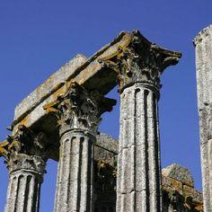 Portogallo, Evora, Antico Tempio Romano  Fonte: Fotopedia