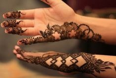 Hasil gambar untuk henna design for wedding simple Mehndi Designs Finger, Palm Mehndi Design, Rose Mehndi Designs, Indian Mehndi Designs, Modern Mehndi Designs, Mehndi Designs For Beginners, Mehndi Designs For Fingers, Beautiful Henna Designs, Mehndi Design Images