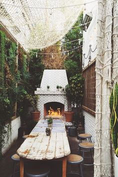 7 Boho Ideas for Outdoor Spaces (Big and Small)! (my scandinavian home) Outdoor Rooms, Outdoor Dining, Outdoor Decor, Outdoor Seating, Small Outdoor Spaces, Outdoor Lighting, Home Interior, Interior And Exterior, Deco Design