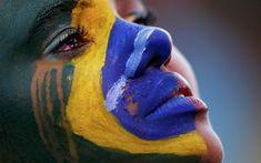 Mulher chora durante a partida Brasil x Alemanha na Fan Fest de Brasília