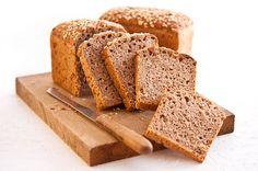 Při pečení chleba se kvásek smíchá s moukou, vodou, solí, případně dalšími přísadami a nechá kynout. Kváskový chléb potřebuje pro vykynutí mnohem delší dobu než chléb připravovaný za použití kvasnic. V průběhu této doby probíhají v těstu procesy, které způsobí, že kváskový chléb je oproti běžnému chlebu stravitelnější a má vyšší výživovou hodnotu. Je to ale také jeden z důvodů, proč se ve velkých pekárnách kváskový chléb dnes už prakticky vůbec (nebo vůbec) nepeče. Bread, Food, Meal, Essen, Hoods, Breads, Meals, Sandwich Loaf, Eten