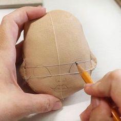Покажу не много процесса. Хоть лицо человеческое ассиметрично,кукольное должно быть без дефектов. Съехавший нос или глаза на разном уровне для меня не допустимы. Поэтому обязательно делаю разметку. Рисую простым карандашом 2В. Потом обвожу пастельным карандашом и наношу акриловые краски. Далее тонирую очень мягкими пастельным мелками. Ну и обрабатываю глянцевым акриловым лаком. Вам хоть интересно? А то может я зря это говорю?