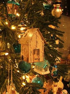 Jane Austen house ornament. I have to learn how to make this!