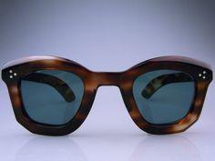 Funky Glasses, Mens Glasses, Glasses Frames, Specs Frames Women, 1940s Fashion, Women's Fashion, Grasses, Reading Glasses, Red Lipsticks