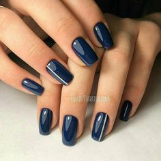 Navy blue nails are a popular nail color. Navy blue is one of the dark hues you rarely notice. Navy blue nails are very unique and delicate nowadays. From simplicity and sweetness, to patterns and designs, to lots of shine and luster, you can find n Dark Blue Nails, Navy Nails, Green Nails, Navy Nail Art, Navy Acrylic Nails, Dark Color Nails, Matte Nails, Blue Nails Art, Navy And Silver Nails