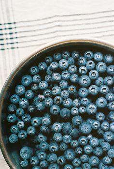blueberry, food, and fruit image I Love Food, Good Food, Yummy Food, Fudge Caramel, I Need Vitamin Sea, Healthy Snacks, Healthy Recipes, Healthy Life, Acai Berry