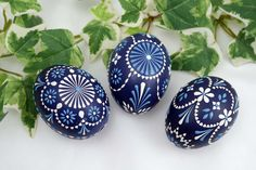 Eastern Eggs, Polish Easter, Egg Shell Art, Easter Egg Pattern, Easter Egg Designs, Ukrainian Easter Eggs, Egg Art, Egg Decorating, Holidays And Events