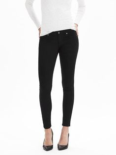 Black Skinny Ankle Jean | Banana Republic - the best pair of black jeans to wear with your structured tops for summer and sweaters in the fall