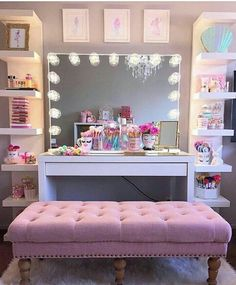 Banqueta e cor dela Kids Dressing Table, Glam House, Vanity, New Homes, Couch, Room Decor, Mirror, Art Cakes, Ideas