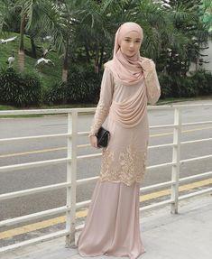 Cantiknya Nana in Lateefa Kurungdearies jangan lupa dapatkannya tau, available siz Dress Brokat Muslim, Muslim Dress, Hijab Evening Dress, Hijab Dress Party, Kebaya Dress, Dress Pesta, Event Dresses, Ball Dresses, Muslimah Wedding Dress