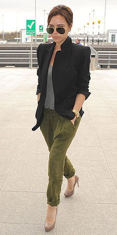 My style icon, Victoria Beckham keeping it business-casual in a black blazer, grey tee and olive pants Mode Outfits, Casual Outfits, Fashion Outfits, Womens Fashion, Looks Street Style, Looks Style, Vic Beckham, Mode Costume, Victoria Beckham Style
