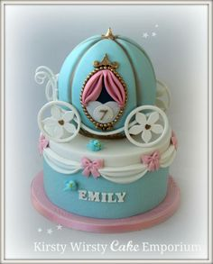 Cinderella cake This cake has been on my mind for weeks as I wasn't sure how to go about it and I've never done a sphere cake before. It came together really well though and I'm sooooo in love with the result : ) X. Girly Cakes, Fancy Cakes, Cute Cakes, Yummy Cakes, Fondant Cakes, Cupcake Cakes, Owl Cakes, Fruit Cakes, Decors Pate A Sucre
