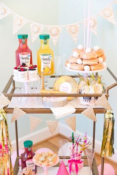 Party party ideas party themes hostess host party planner decoration decor brunch birthday table set up finger foods balloons party supplies buffet Brunch Mesa, Brunch Bar, Brunch Table, Sunday Brunch, Brunch Party Decorations, Brunch Decor, Party Themes, Ideas Party, Table Decorations