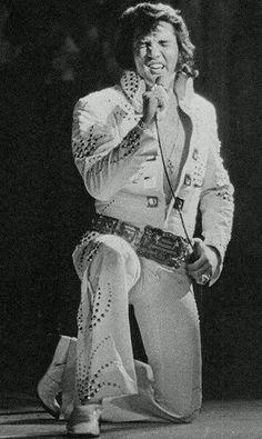 Elvis Live On Stage, Chigaco, Illinois - Chigaco Stadium. June 16, 1972 (8.30 pm)