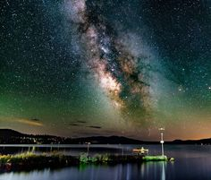 """Amazing pic by @jonathan.washburn: """"Diamond Lake Oregon. Neighbor to the famous Crater Lake. Taken in August this is a window seat to our galaxy being enjoyed by an older couple on the bench.  #astro_photography_  #universetoday  #astronomy  #milkyway  #pnwonderland""""  #usa #oregon #diamondlake"""
