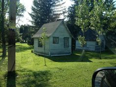 Here are two surviving cabins from Shirey's Lake View Motel, located on the west end of Ligonier, PA. We also saw others from the Ligonier Valley Cottages on the east side of town. (Photo by Jennifer Sopko)
