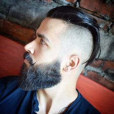 The undercut fade takes adds a blurry fade to that classic undercut silhouette. The undercut, aka disconnect hairstyle, shaves hair down to one length from a line extending back from the temple. Popular Mens Hairstyles, Cool Mens Haircuts, Cool Hairstyles For Men, Slick Hairstyles, Top Hairstyles, Best Short Haircuts, Undercut Hairstyles, 2018 Haircuts, Classic Hairstyles