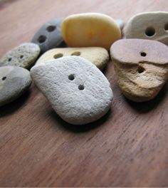 Make your own beach stone buttons - She used a Hi Power Bit, but a diamond-tipped hollow coring bit (for a dremel type tool) might work better. Stone Crafts, Rock Crafts, Diy And Crafts, Arts And Crafts, Dremel Projects, Crafty Projects, Make Your Own, Make It Yourself, How To Make