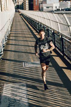 Run Away, Satisfy Running, par Pierre David Running Away, Nike Running, Decathlon, Sports Photos, Marathon Training, Mens Fitness, Portrait Photography, Athlete, Sports