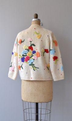 Cardigan di crewel Bouquet cardigan Vintage 1960s di DearGolden