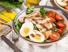 Свежий салат с курицей и бальзамическим соусом